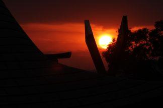本殿と夕日