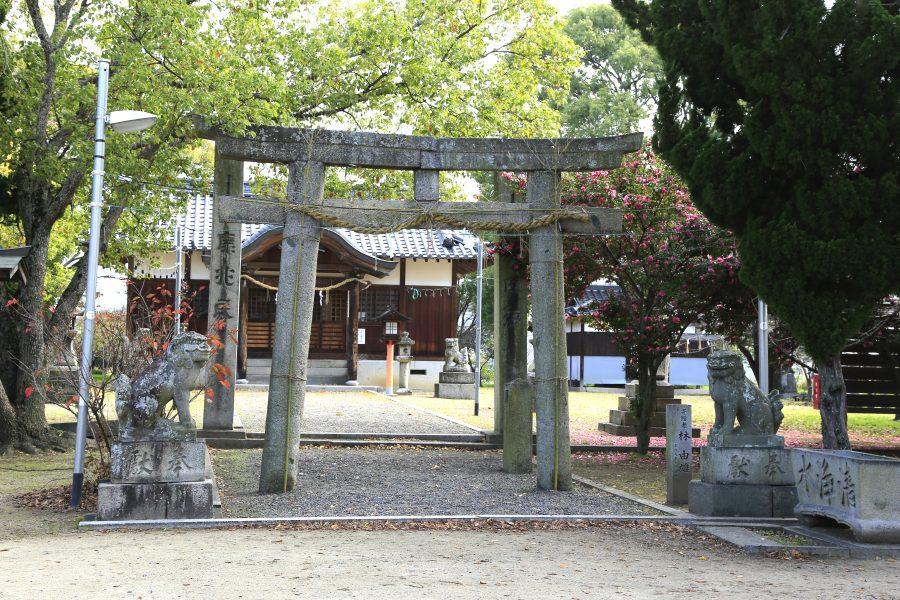 鹽竃神社の鳥居と社殿