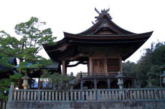 檜皮葺きの本殿