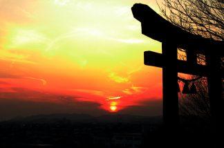 神社の夕暮れ