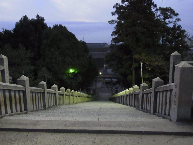 早朝の表参道石段