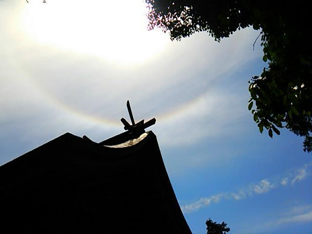 神社と彩雲