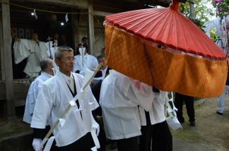 八幡神社花祭り3